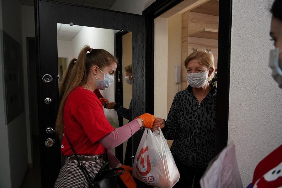Фото Пенсионеры могут попросить помощи у волонтёров в Новосибирске 2