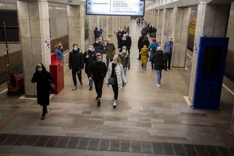 фото «За вызывающее поведение – протокол»: в Новосибирском метрополитене ловили нарушителей масочного режима 2