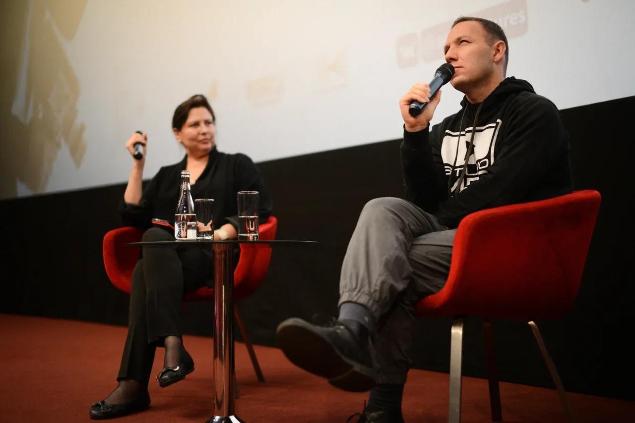Фото Порно и задорно: режиссёр Михаил Сегал представил новый фильм «Глубже!» в Новосибирске 5