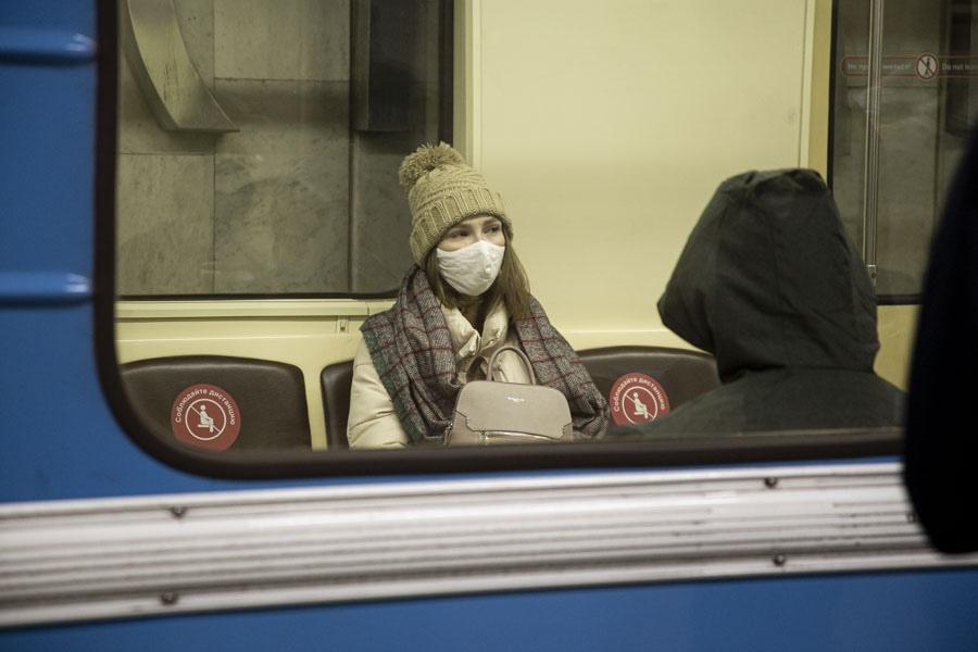 фото «За вызывающее поведение – протокол»: в Новосибирском метрополитене ловили нарушителей масочного режима 4