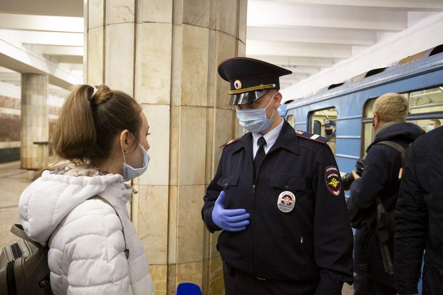 Фото Пассажиров без масок будут ловить в метро Новосибирска утром в пятницу 2