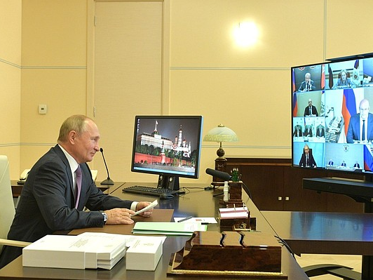 Фото Коронавирус ещё не отступил: Путин пообещал поддержку граждан, социальной сферы и системы здравоохранения 2