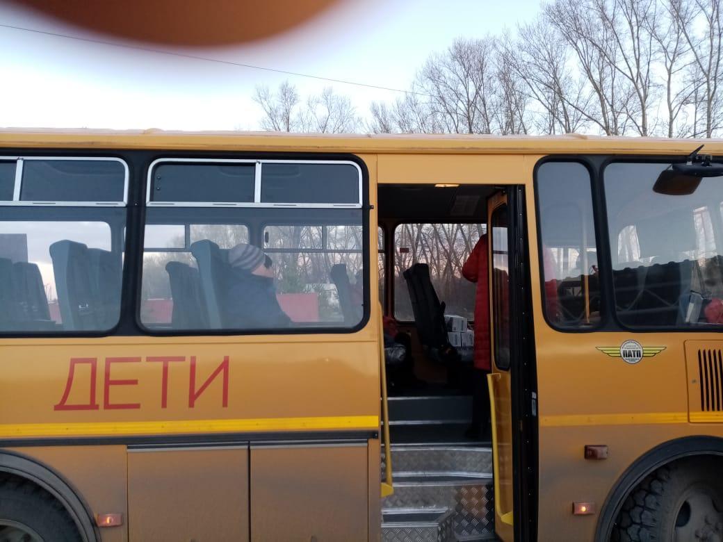 фото Дискриминация по возрасту: детям старше 4-го класса запретили ездить на школьном автобусе под Новосибирском 3