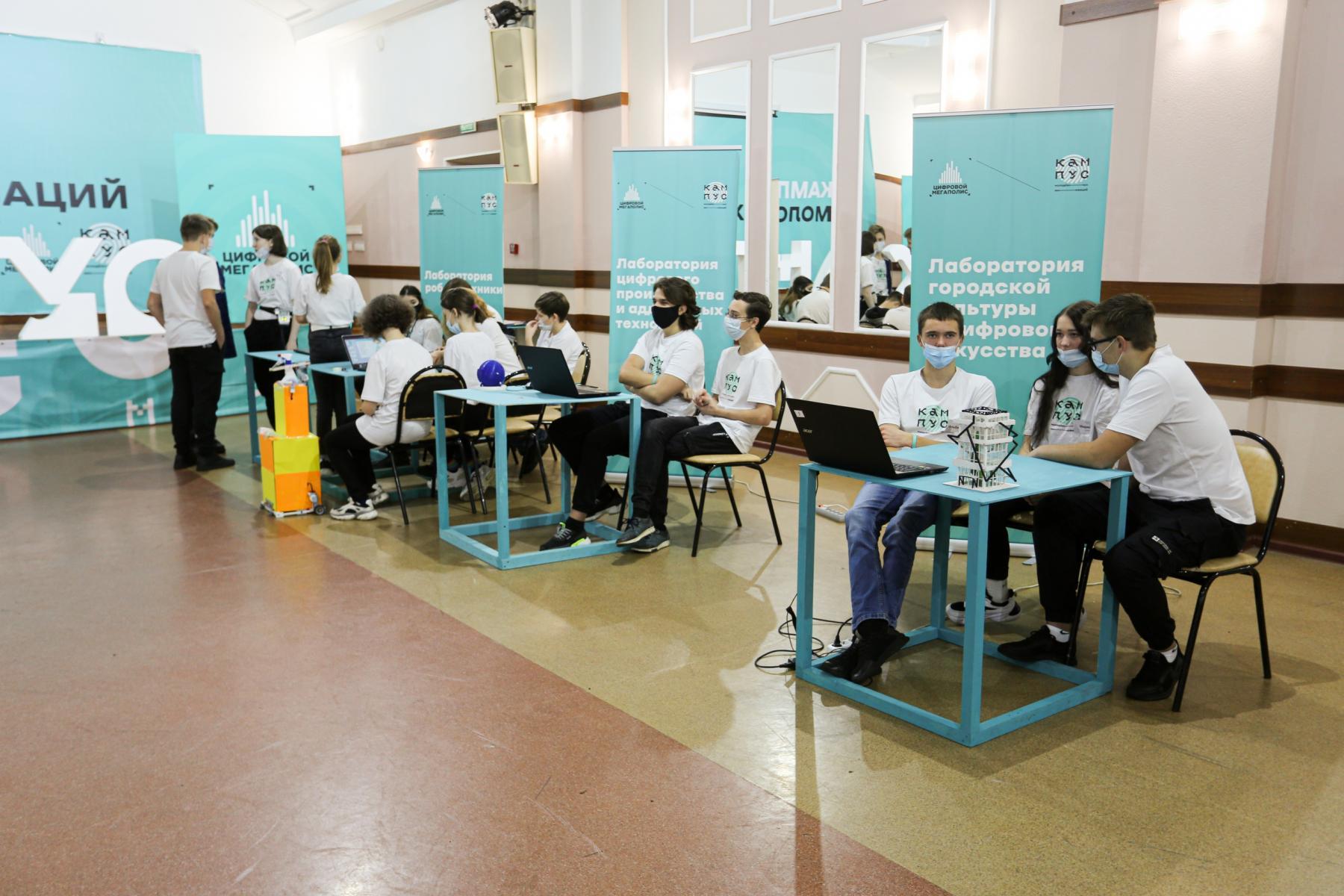 Фото Браслеты-пищалки для незрячих и роботы-дезинфекторы для осторожных: одарённые дети в Новосибирске показали свои разработки 3