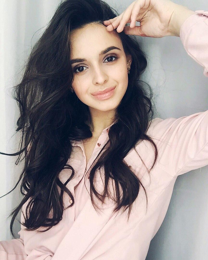 фото Без косметолога и уколов: финалистка конкурса «Мисс Офис – 2020» из Новосибирска рассказала о своих увлечениях и поделилась секретами красоты 4