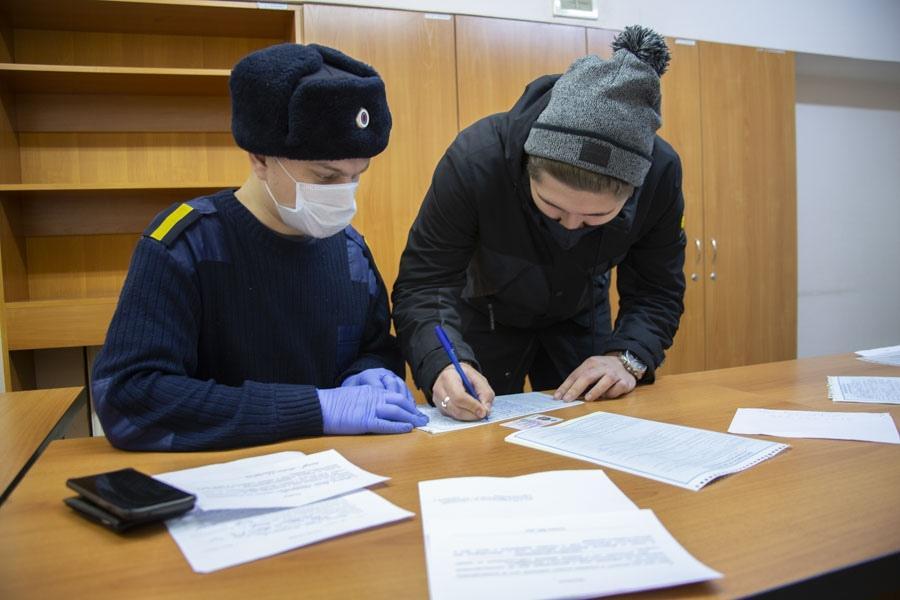 фото «За вызывающее поведение – протокол»: в Новосибирском метрополитене ловили нарушителей масочного режима 5