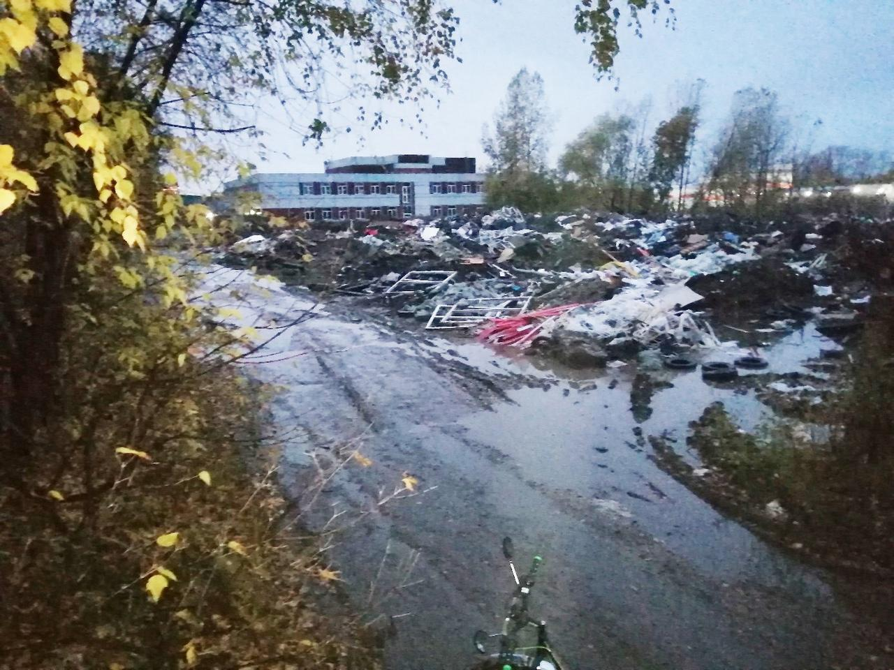 Фото Свалка размером с футбольное поле образовалась в Калининском районе Новосибирска 2
