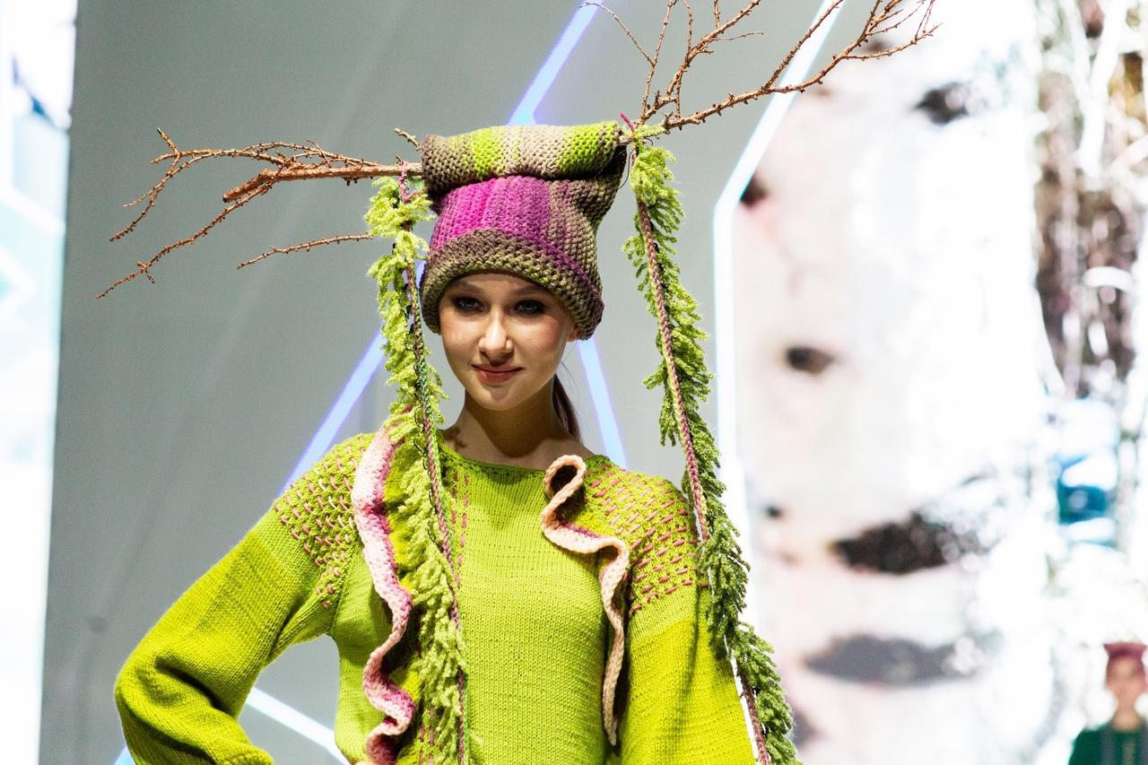 Фото Купальник под шубой: что показали модели на конкурсе дизайнеров «Сибирский кутюрье» в Новосибирске 7