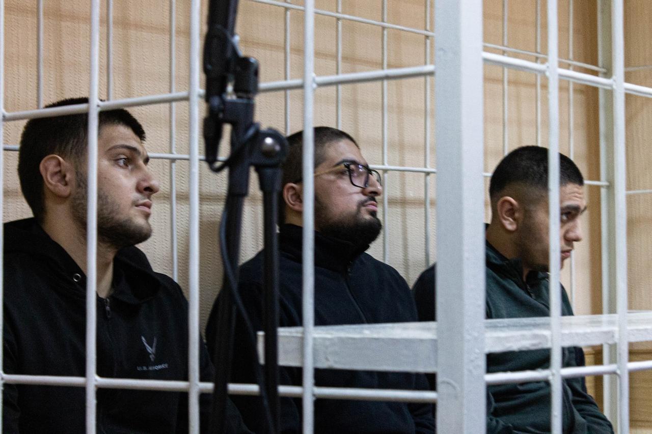 Фото «Убийца на воле, а мы сидим»: в Новосибирске начали судить друзей погибшего в результате стрельбы в Мошково Векила Абдуллаева 3