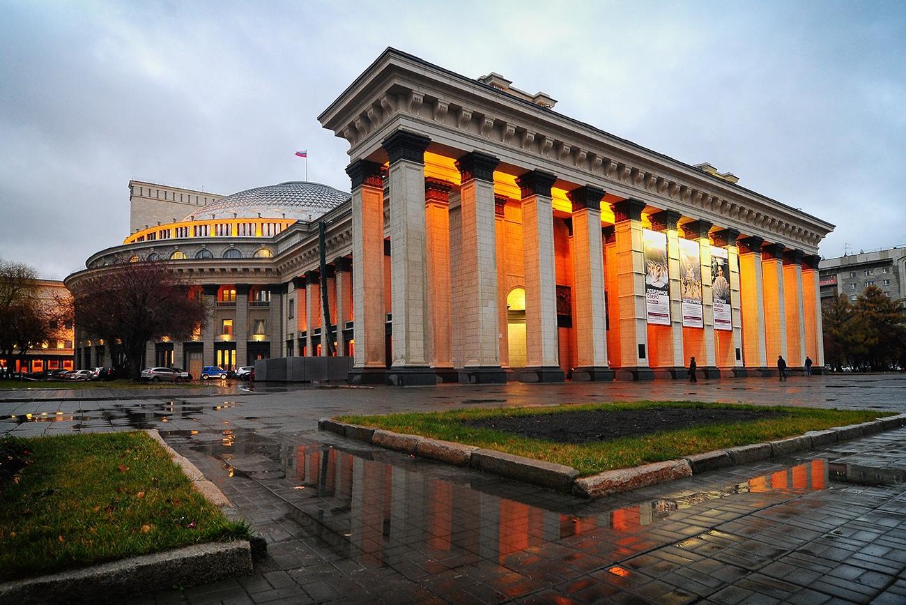 Фото Обязательная вакцинация в Новосибирской области: куда не пустят без QR-кода 2
