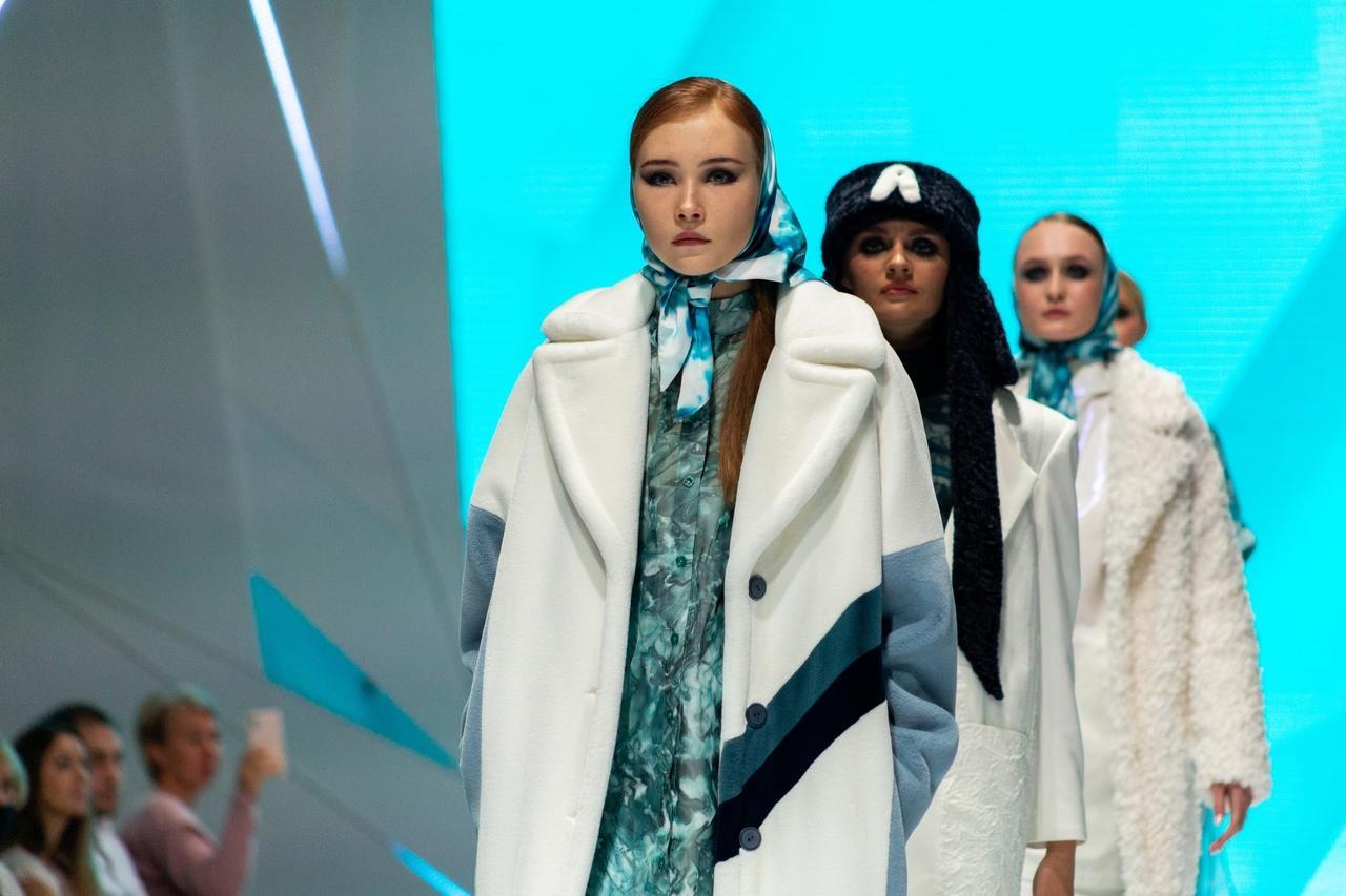 Фото Купальник под шубой: что показали модели на конкурсе дизайнеров «Сибирский кутюрье» в Новосибирске 9