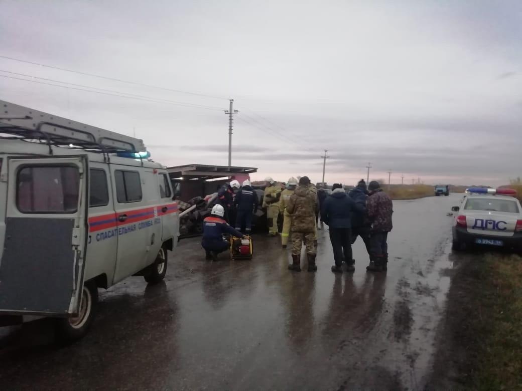Фото «Кричал, что ему теперь незачем жить»: под Новосибирском 40-летний бригадир после ссоры с женой снёс остановку и погиб на месте 4