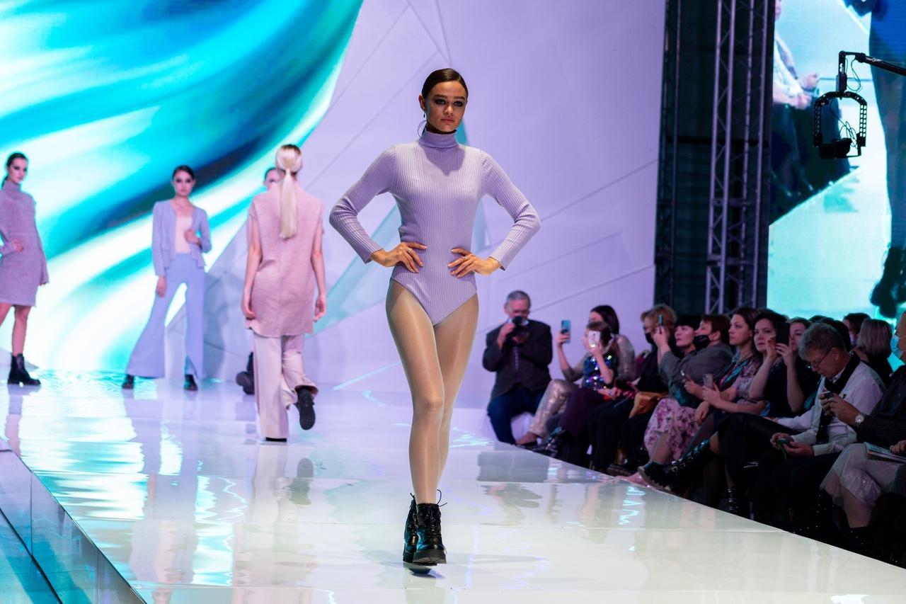Фото Купальник под шубой: что показали модели на конкурсе дизайнеров «Сибирский кутюрье» в Новосибирске 16