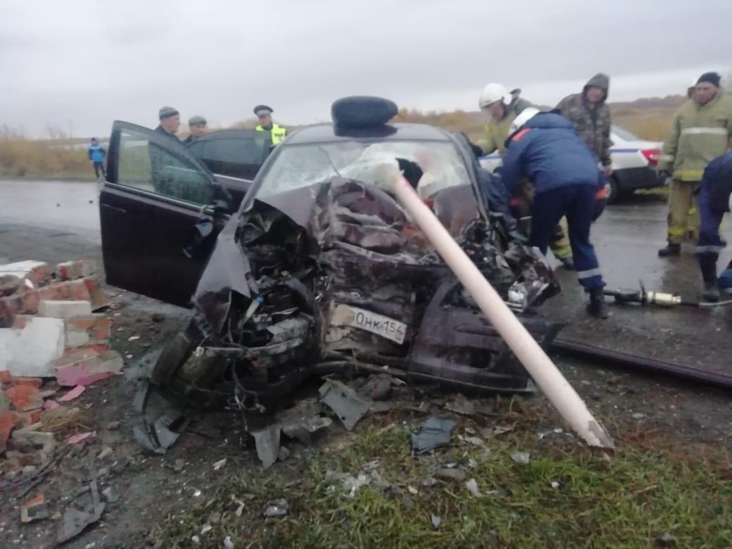 Фото «Кричал, что ему теперь незачем жить»: под Новосибирском 40-летний бригадир после ссоры с женой снёс остановку и погиб на месте 2