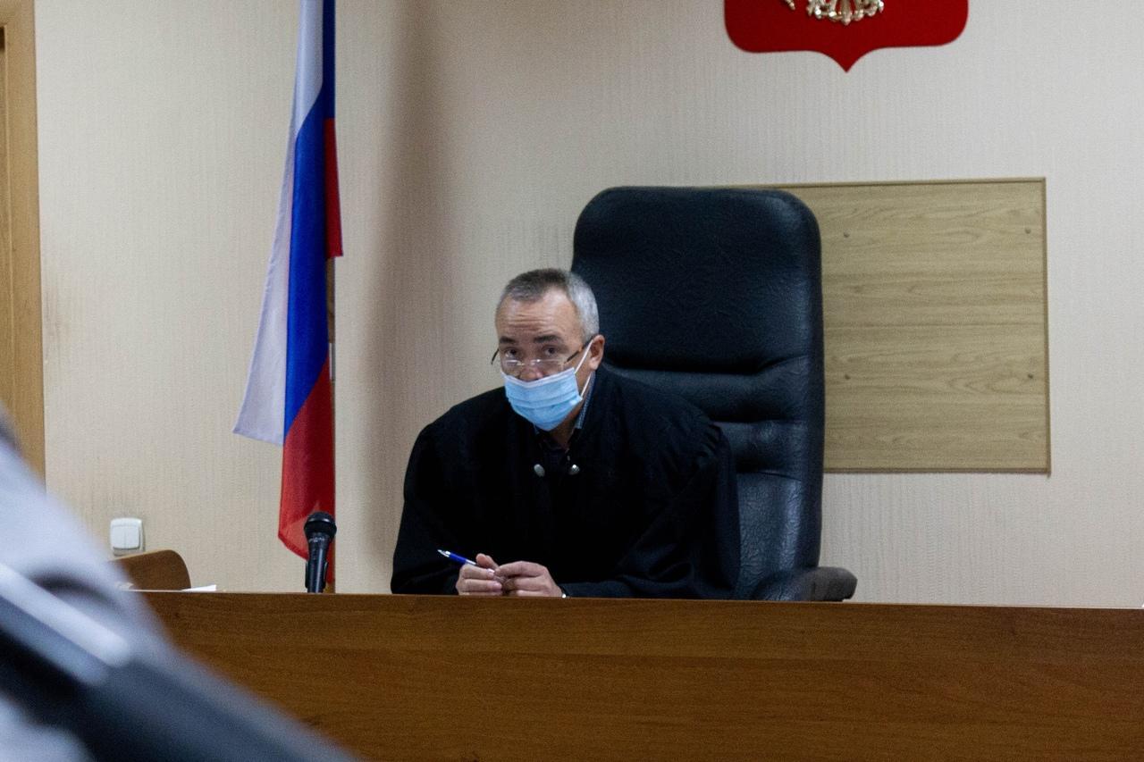 Фото «Убийца на воле, а мы сидим»: в Новосибирске начали судить друзей погибшего в результате стрельбы в Мошково Векила Абдуллаева 6