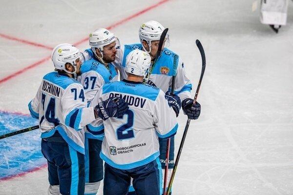 Фото ХК «Сибирь» крупно проиграл рижскому «Динамо» в очередном матче КХЛ 2