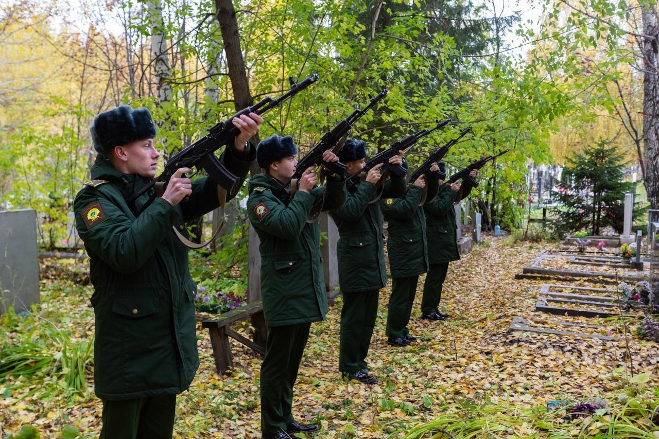 Фото «Вернулся домой через 80 лет»: в Новосибирске в последний путь проводили участника Великой Отечественной войны 6