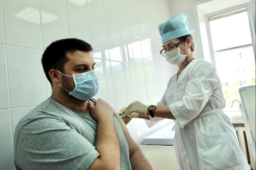 Фото 100 тысяч рублей за прививку от коронавируса: когда пройдёт розыгрыш в октябре 2021 года 2