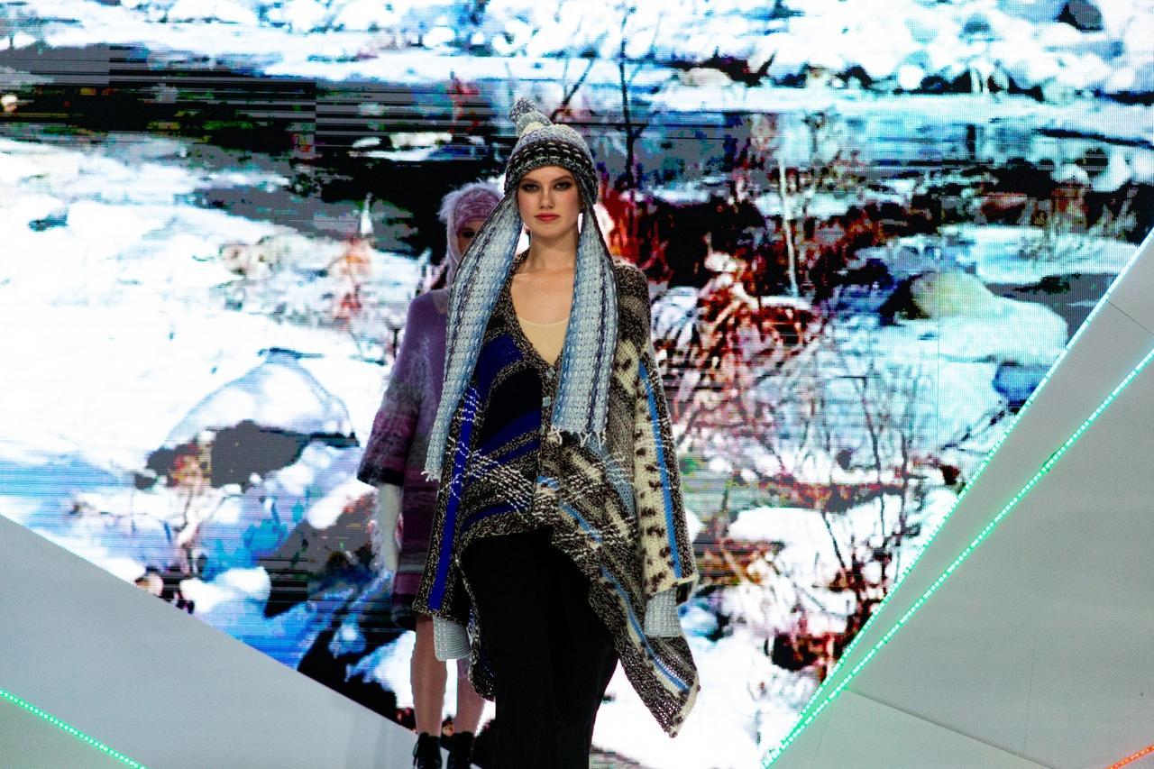 Фото Купальник под шубой: что показали модели на конкурсе дизайнеров «Сибирский кутюрье» в Новосибирске 8