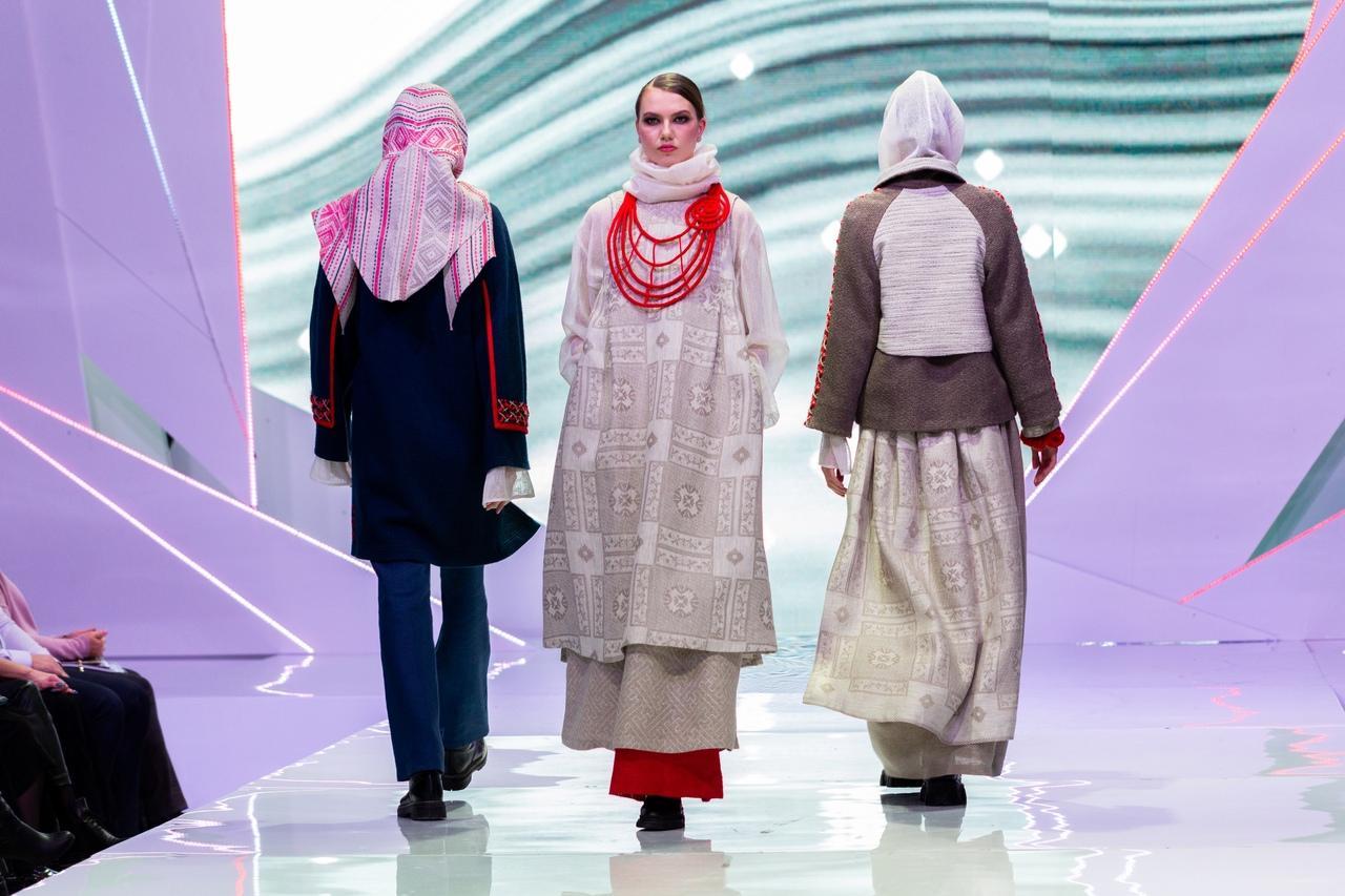 Фото Купальник под шубой: что показали модели на конкурсе дизайнеров «Сибирский кутюрье» в Новосибирске 4