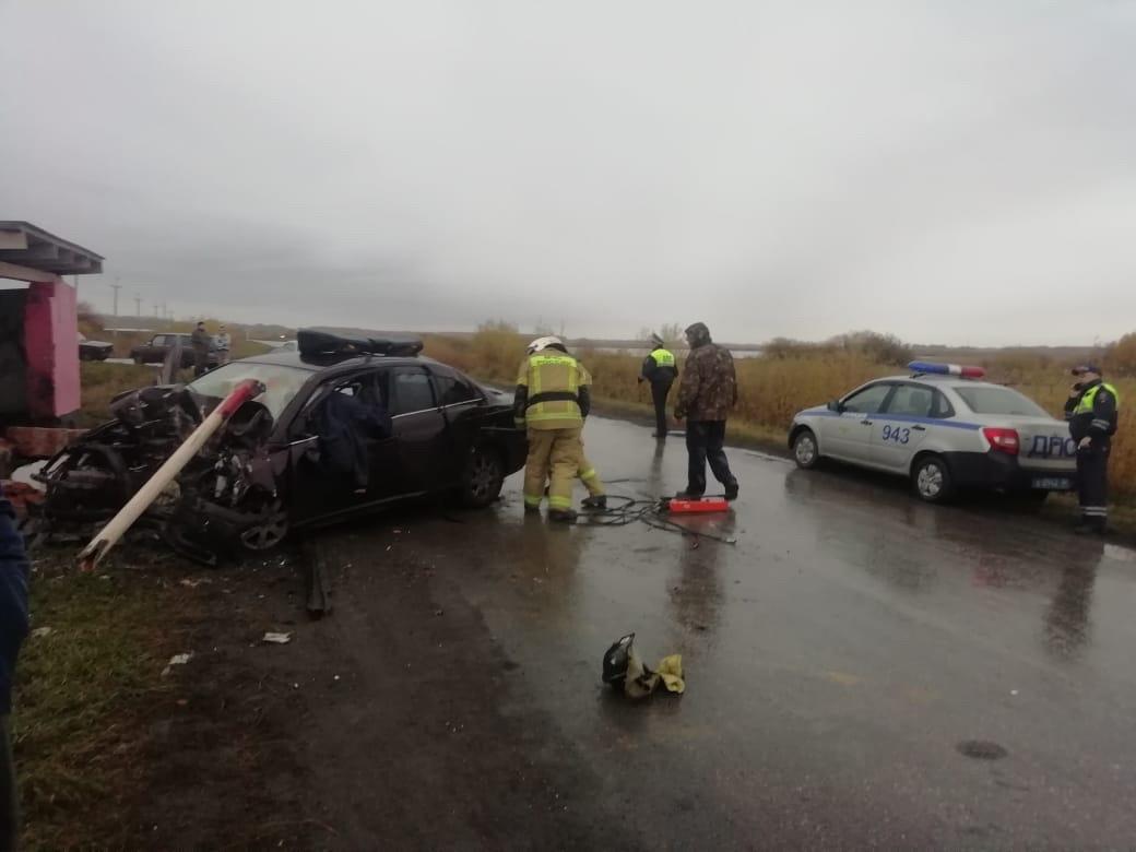Фото «Кричал, что ему теперь незачем жить»: под Новосибирском 40-летний бригадир после ссоры с женой снёс остановку и погиб на месте 5