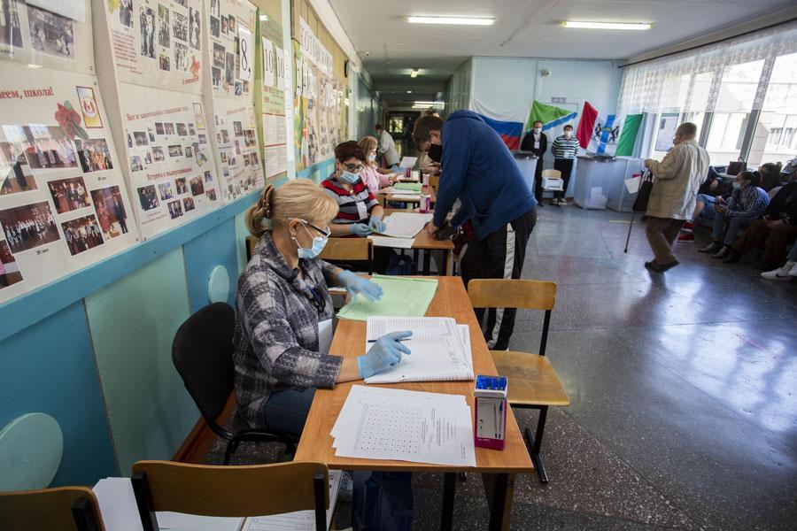 фото Поставили галочку: новосибирцы голосуют на выборах депутатов горсовета и заксобрания 7