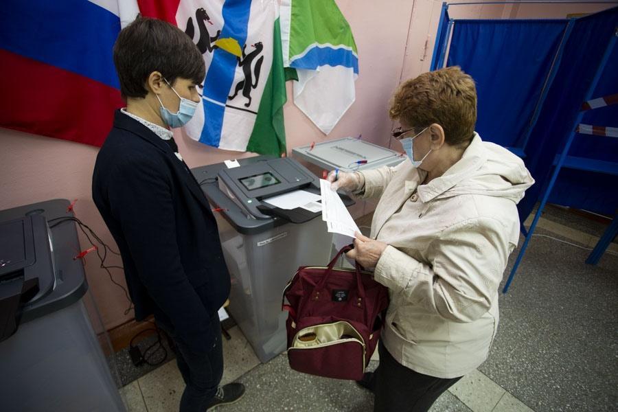 фото Поставили галочку: новосибирцы голосуют на выборах депутатов горсовета и заксобрания 11