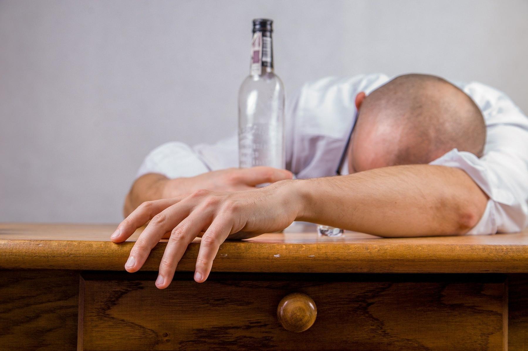 фото Ограничить продажу алкоголя на Новый год предложили в России 2