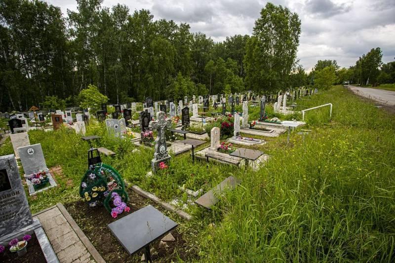 Фото Передел земли: УФАС запретит торговать венками и надгробиями на кладбищах Новосибирска 5
