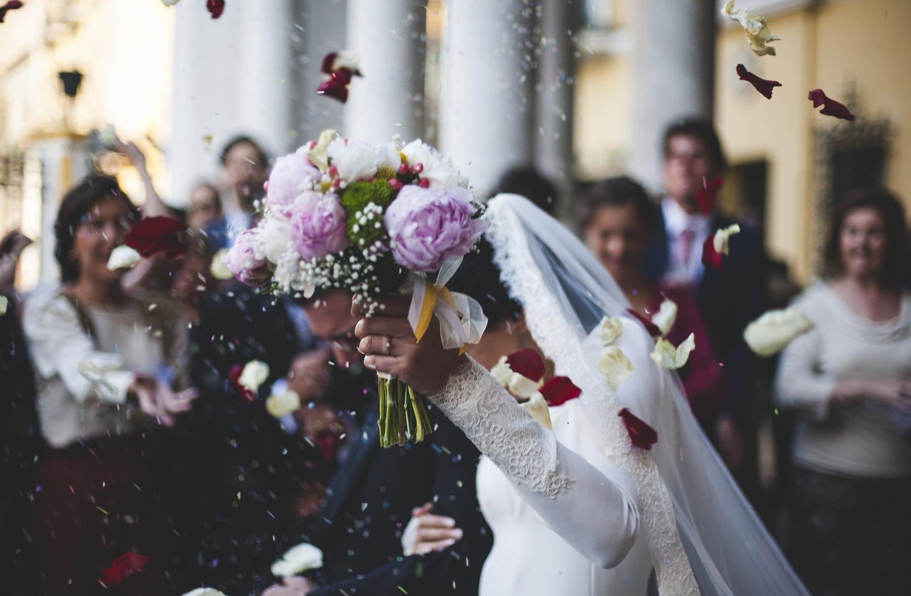 фото Есть кому крикнуть «Горько»: омичам разрешили гостей на свадьбах 2
