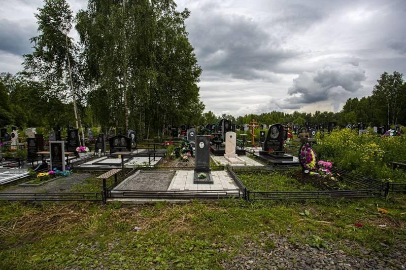 Фото Передел земли: УФАС запретит торговать венками и надгробиями на кладбищах Новосибирска 2
