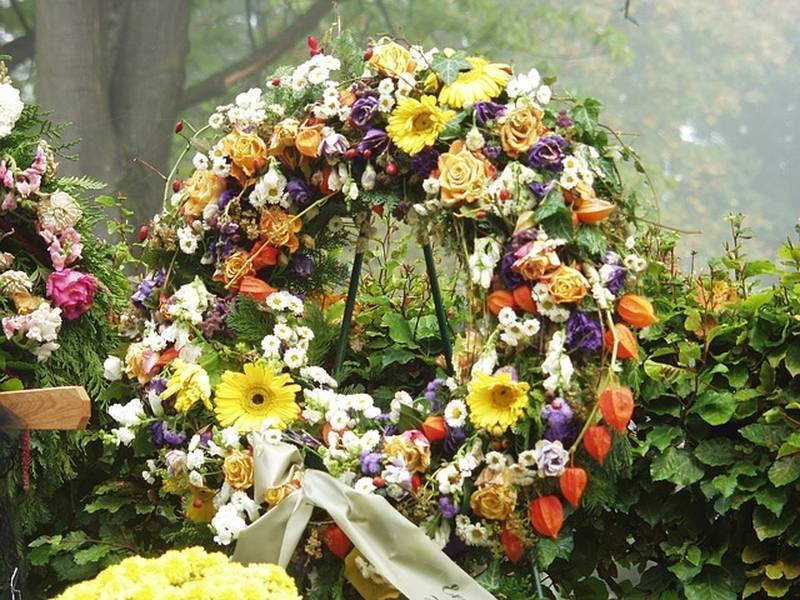Фото Передел земли: УФАС запретит торговать венками и надгробиями на кладбищах Новосибирска 3