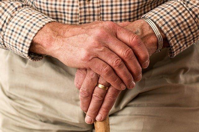 Фото Опасно ли хранить пенсию на банковской карте 2