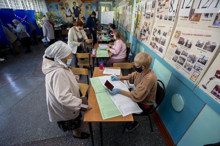 фото Поставили галочку: новосибирцы голосуют на выборах депутатов горсовета и заксобрания 6