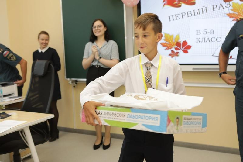 Фото Новосибирского пятиклассника в День знаний наградили за отважное тушение пожара 3