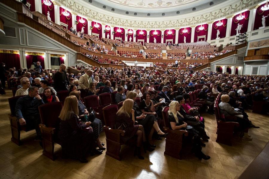 фото Новосибирский театр оперы и балета открыл сезон оперой Чайковского