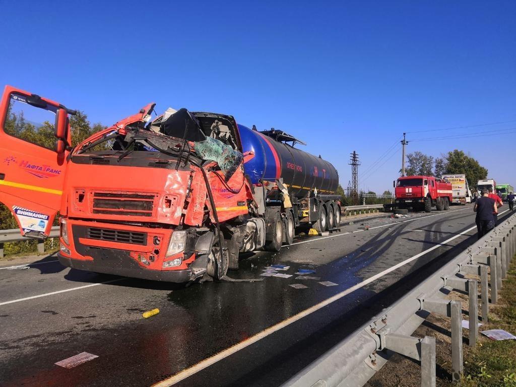 Фото 24-летний водитель погиб после столкновения с цистерной под Новосибирском 2