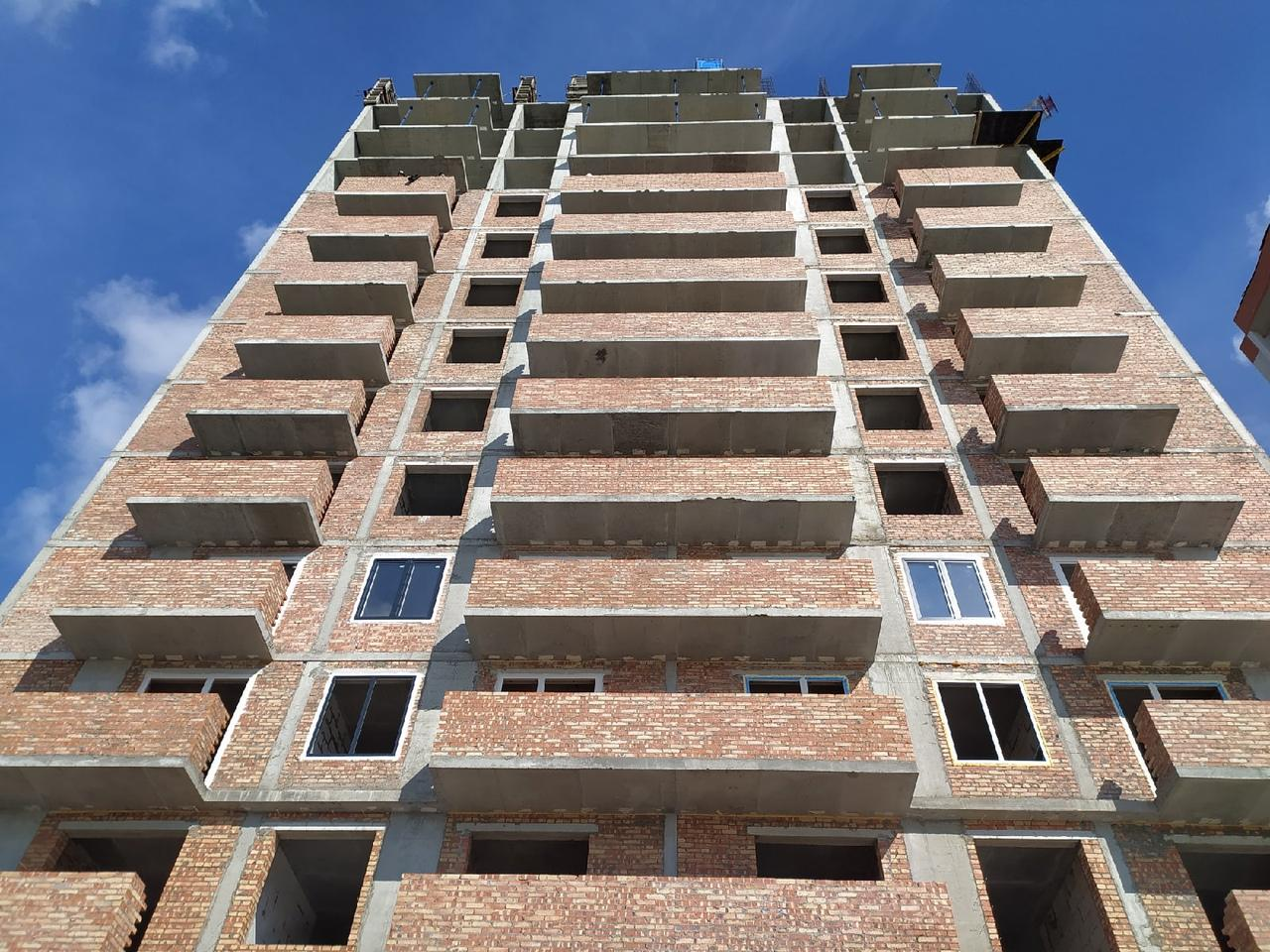 Фото Двор дома продали по частям за долги застройщика в Новосибирске 2