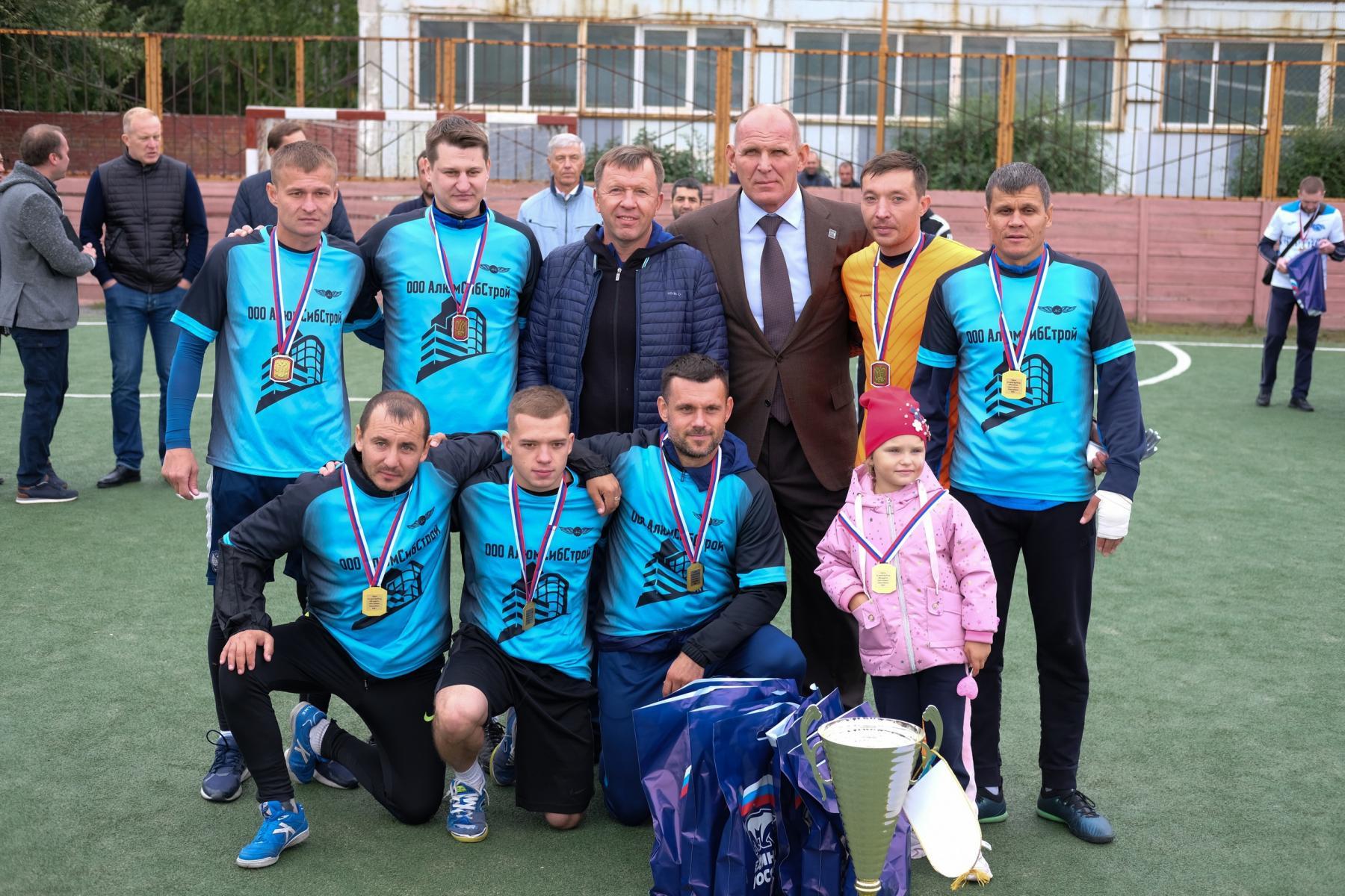 Фото Футболисты из Оби выиграли турнир по мини-футболу 10