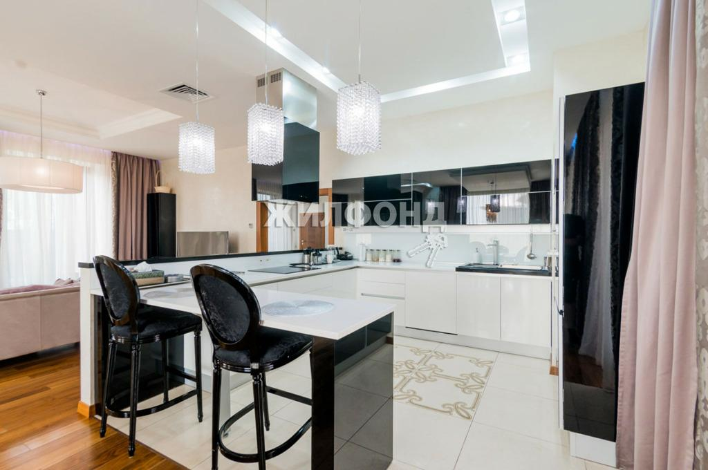 Фото Двухэтажный коттедж в Заельцовском районе Новосибирска выставили на продажу за 40 млн рублей 2