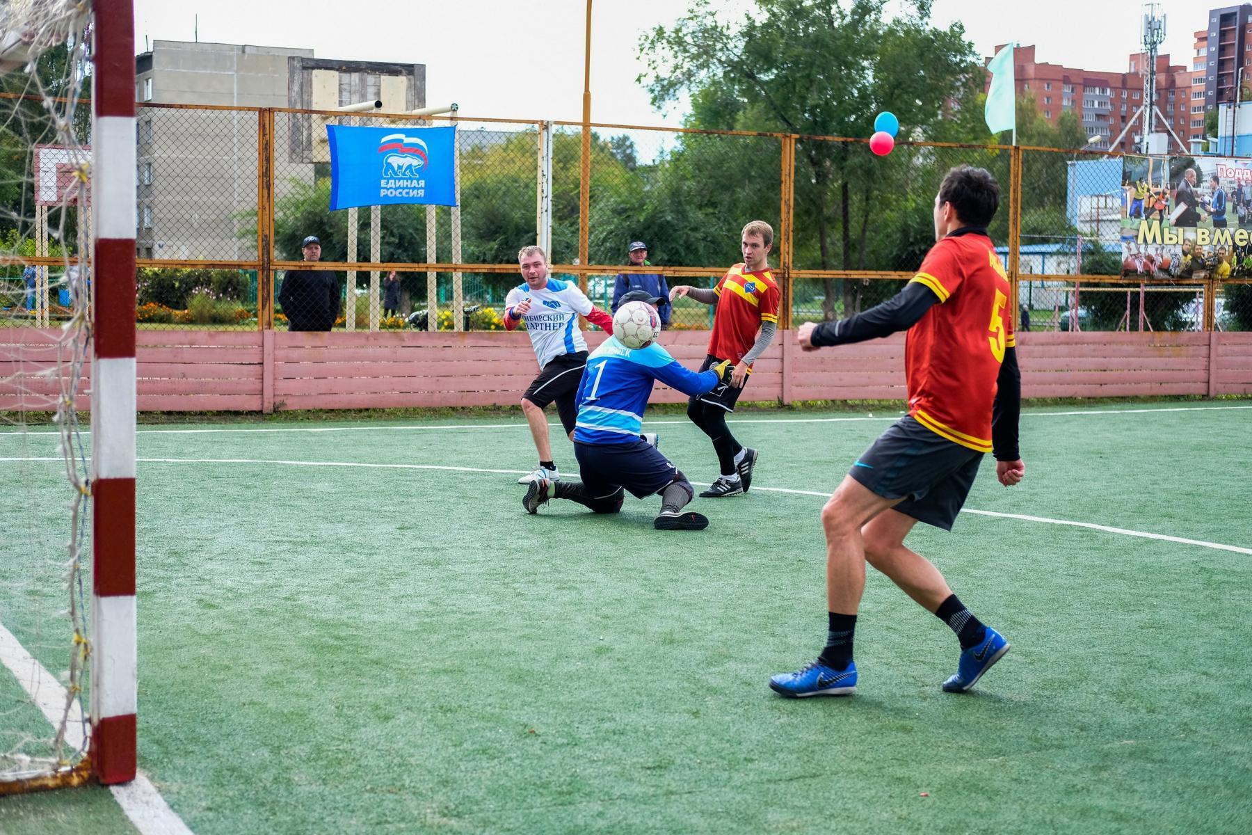 Фото Футболисты из Оби выиграли турнир по мини-футболу 2