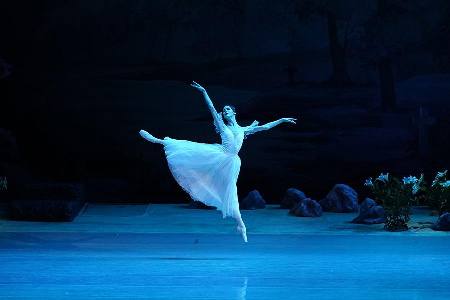 Фото Балетная классика на сцене НОВАТа 4