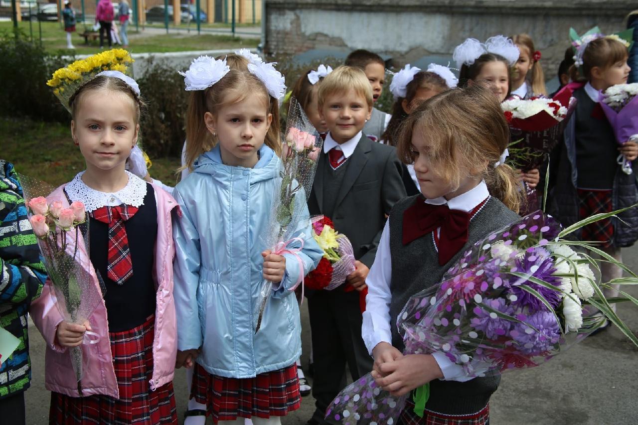 Фото Торжественные линейки в честь 1 Сентября начались в Новосибирске 3