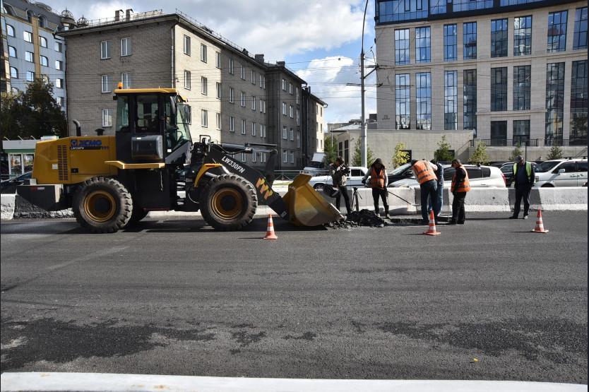 Фото Травников заявил о необходимости нового подхода к ремонту дорог в Новосибирске 3
