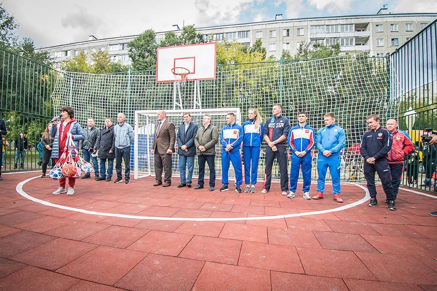 Фото «От дворового спорта к олимпийским медалям»: в Ленинском районе Новосибирска открыли новую спортивную площадку 2