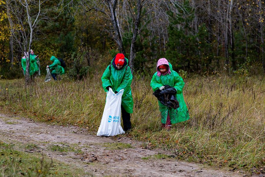 Фото Собрали мусор – сберегли планету: сотрудники Сбербанка и экологи очистили от мусора берег Обского моря 5