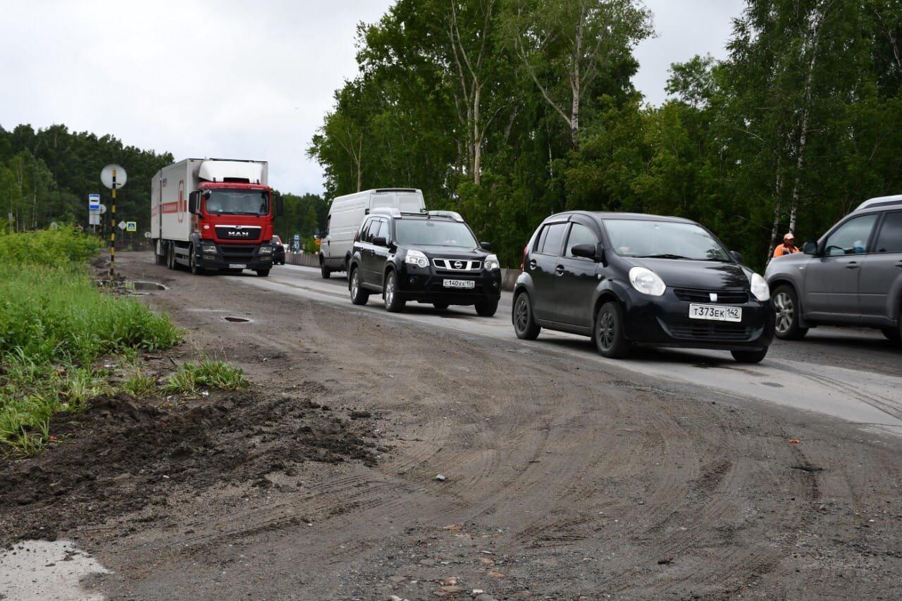 Фото Пробка длиной в два года: почему ремонт улицы Кедровой в Новосибирске превратился в ад для автомобилистов 8