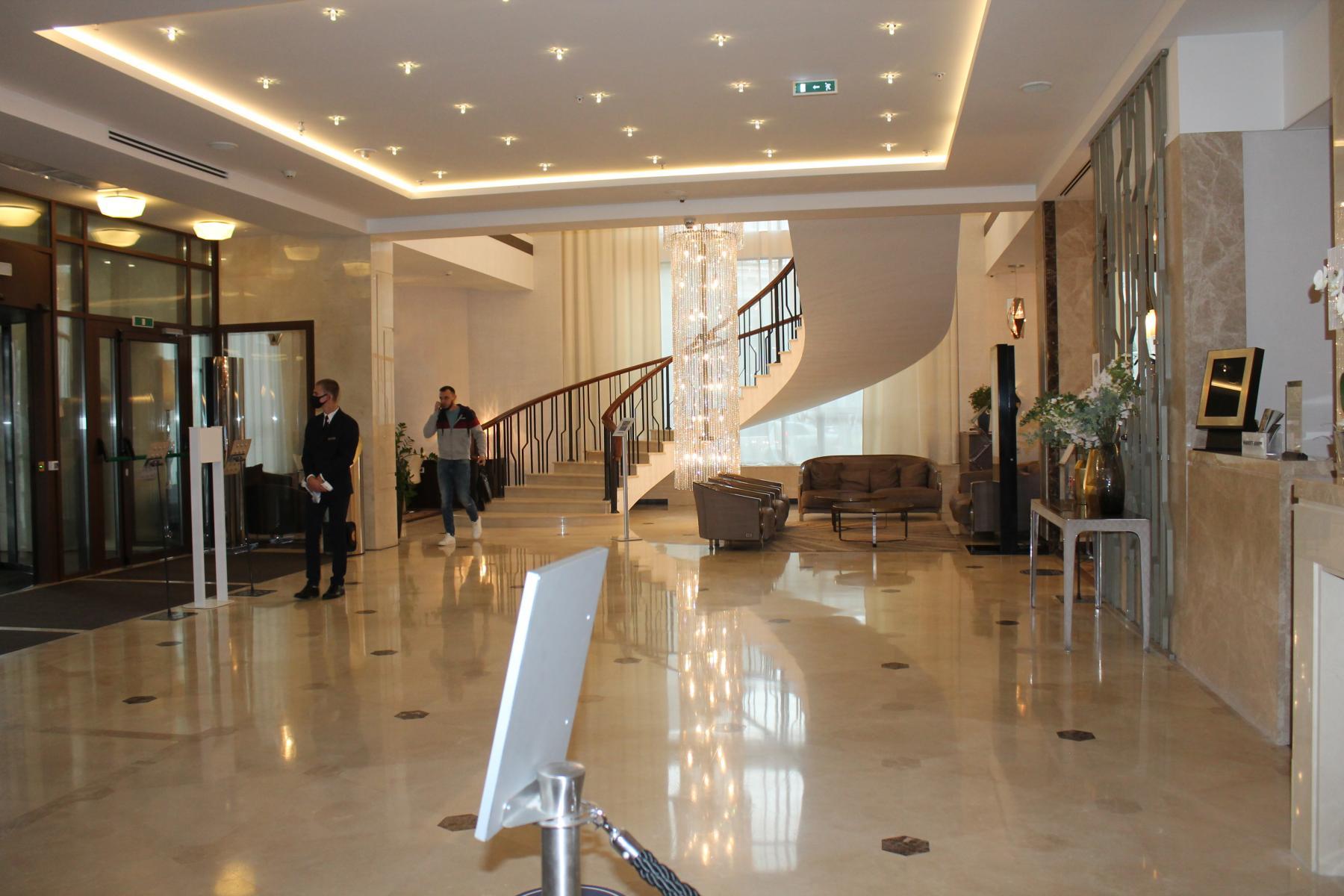 Фото Таинственное убийство в Marriott: новосибирского скульптора Игоря Самарина нашли с перерезанным горлом в отеле 3