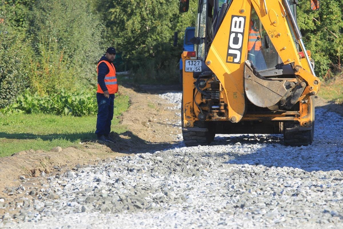 Фото До конца октября в Новосибирске отремонтируют 94 проблемных участка дорог частного сектора 2