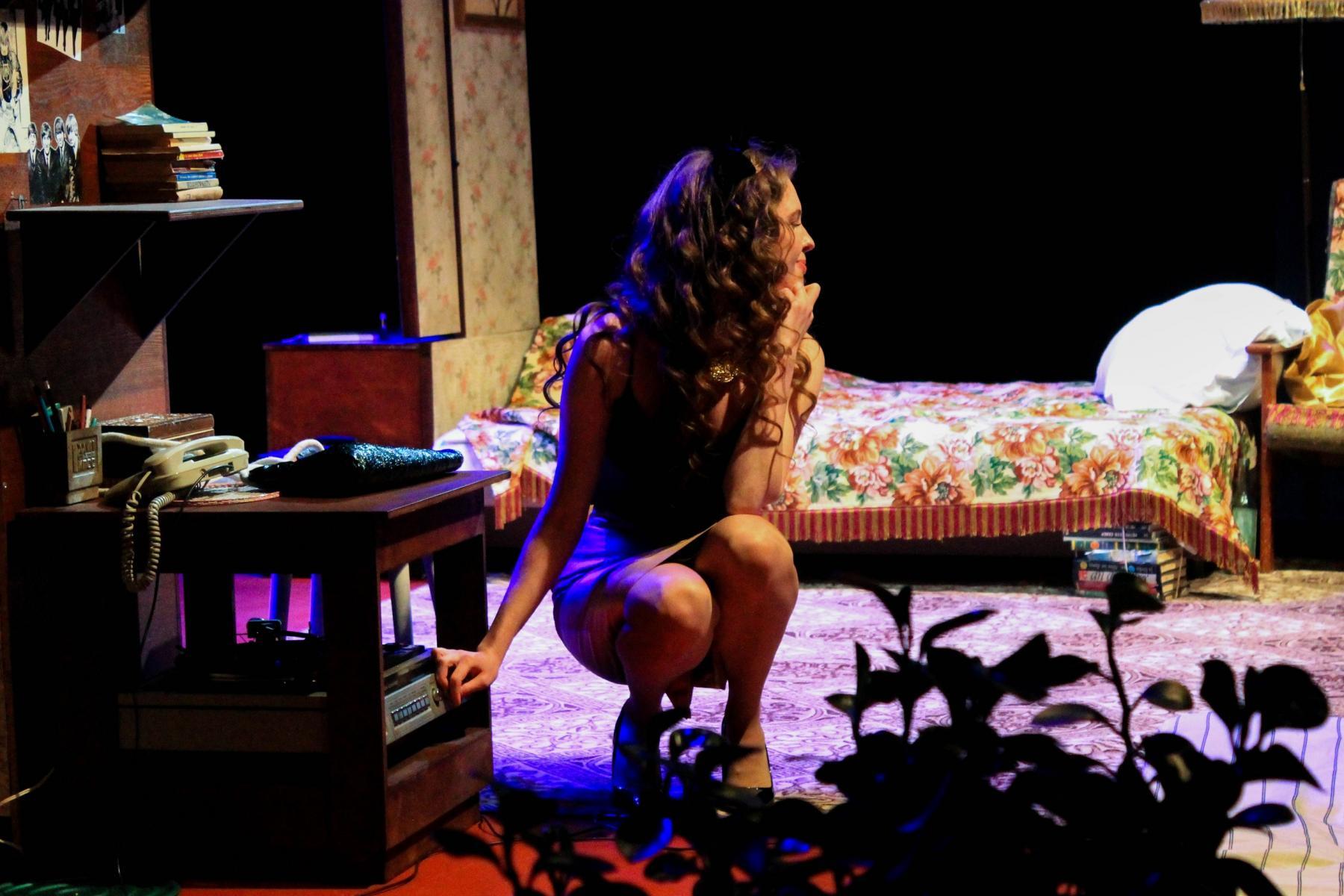 Фото Гудбай, Америка: в новосибирском «Красном факеле» показали спектакль о любви в коммунальной квартире 13